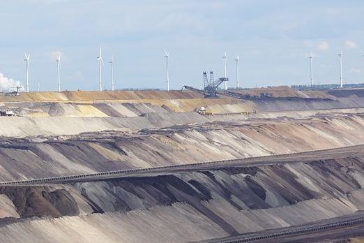 Еко Медет търси фирма за изследване статуса на котлована на рудник