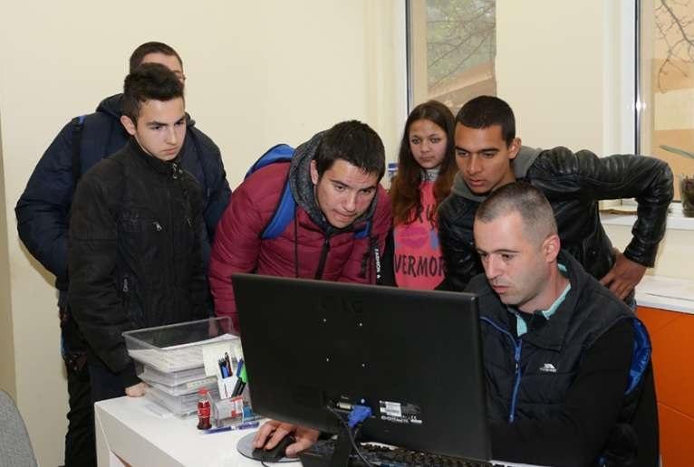 Ученици в дуална форма на обучение посетиха дружества от групата на Геотехмин