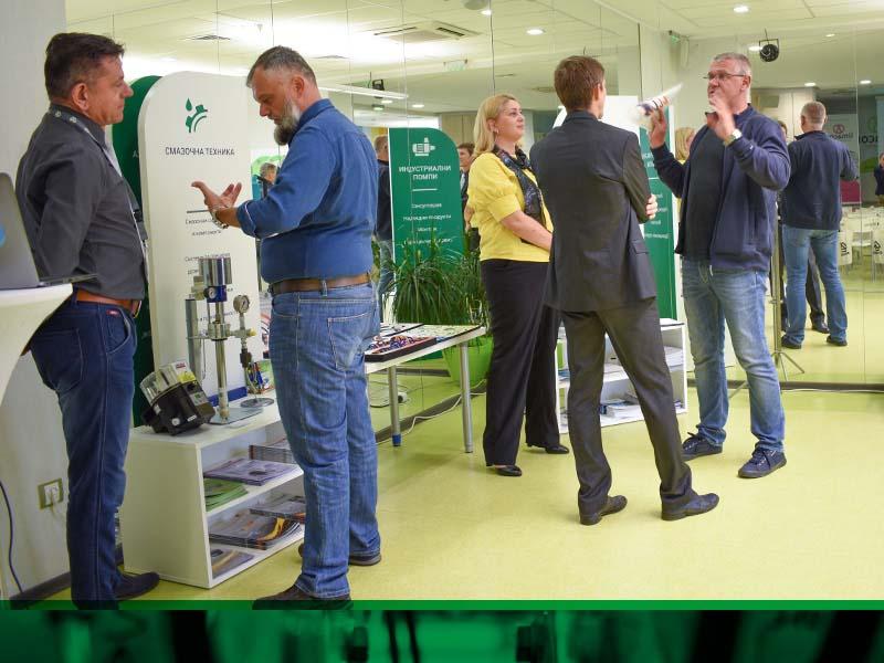 Хенлих се срещна с производители от цялата страна и представи 5 от продуктовите си гами