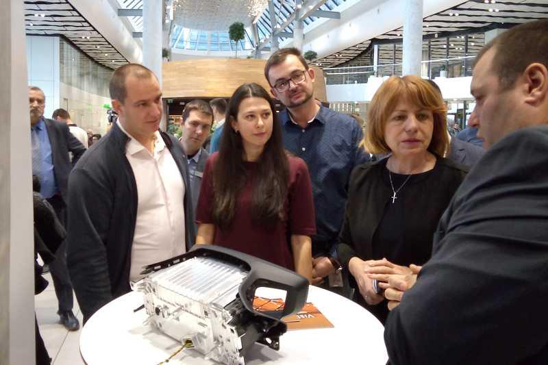 Българският екип на <strong>Вистеон</strong> представи своя 3D дигитален панел за Peugeot 208