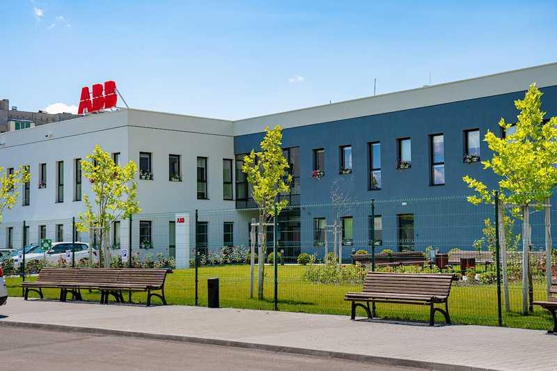 ABB представи обновения си завод за продукти високо напрежение в Севлиево