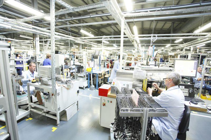 Колко човека работят в българската индустрия?