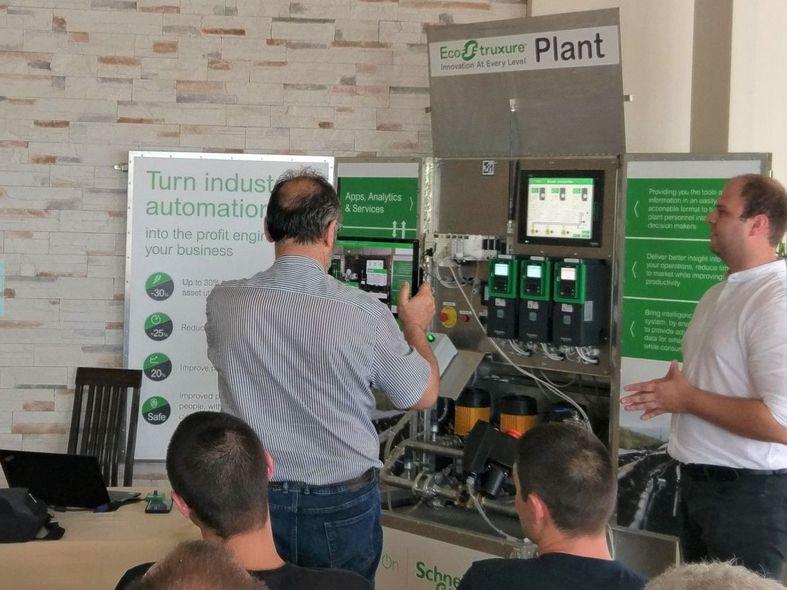 <strong>Филкаб</strong> демонстрира продуктови иновации на Schneider Electric