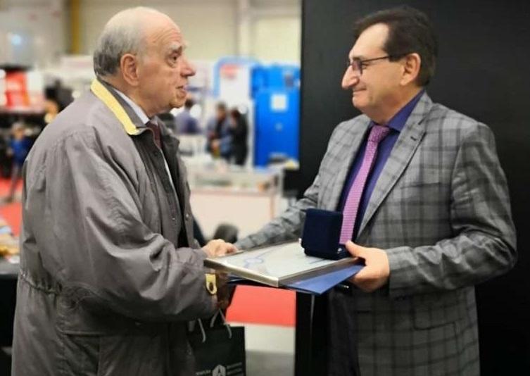 РАИС получи почетния знак на БСК за роботизирани комплекси с металорежещи машини