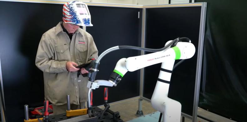 Заваряване с <strong>колаборативен</strong> <strong>робот</strong> CRX-10iA