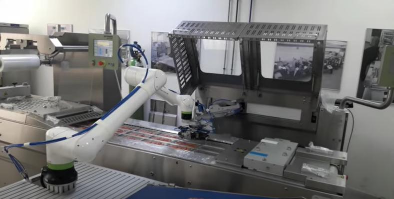 Компактна автоматизирана опаковъчна линия за ХВП с кобот FANUC CRX