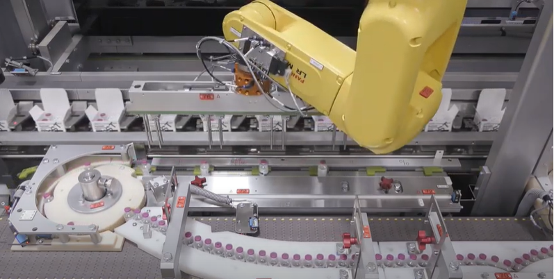 Роботи FANUC за Pick & Place на продукти чрез едновременно следене на два конвейера