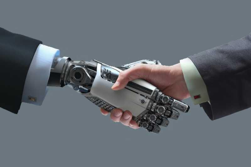 """Български робот за индустриални приложения бе показан на форума """"Наука за бизнес"""""""