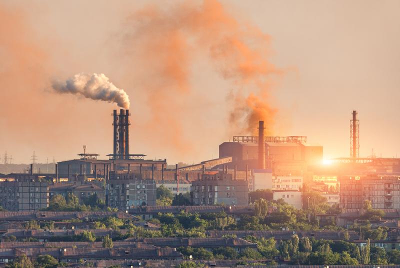 Улавянето на въглерод е изгоден начин за намаляване на емисиите в тежката промишленост, сочи анализ на IEA