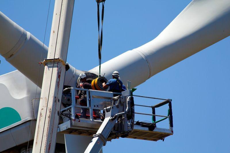 Вятърната <strong>енергетика</strong> ще създаде 3,3 млн. нови работни места през следващите пет години