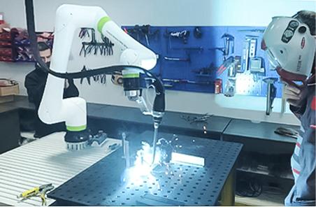 <strong>FANUC</strong> представи приложение за заваряване с колаборативен робот CRX
