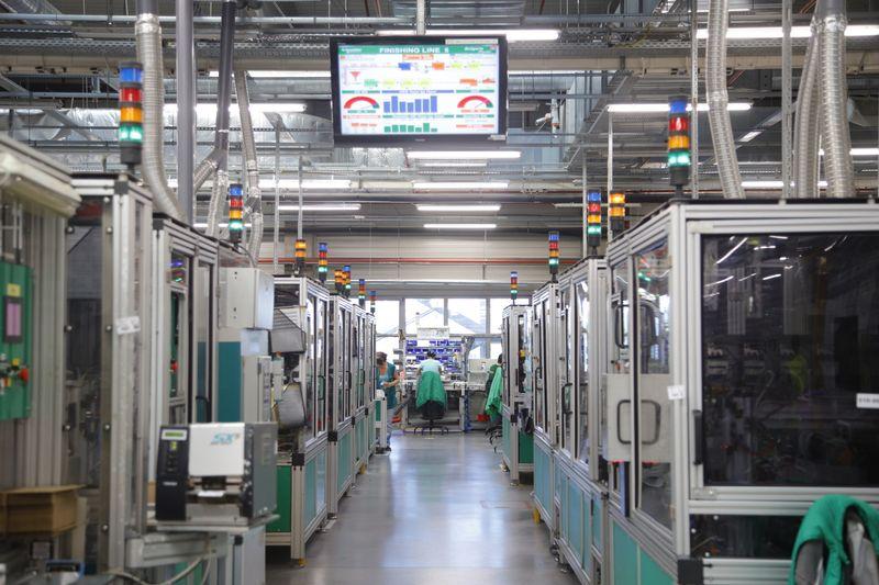 Умната фабрика на <strong>Schneider</strong> <strong>Electric</strong> стимулира дигиталната трансформация в промишления сектор в Югоизточна Европа