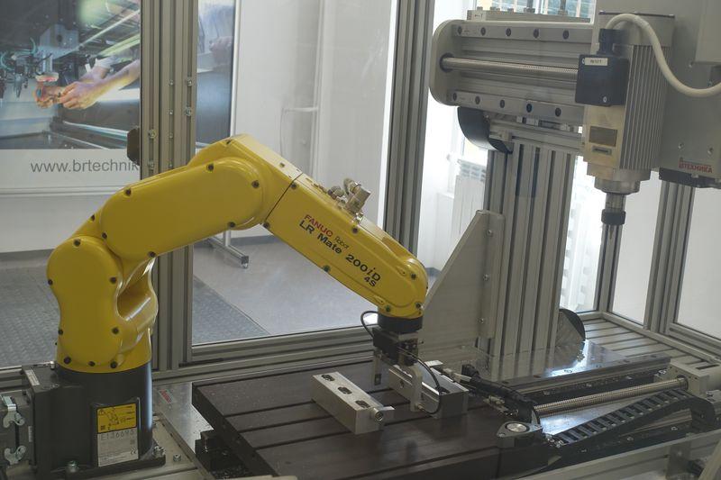 Нова лаборатория с робот <strong>FANUC</strong> в ТУ – София, филиал Пловдив