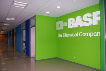 BASF придобива бизнеса с електролити на Merck