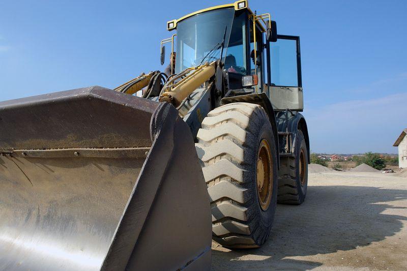 ВиК Бургас откри търг за доставка на багери тип челен товарач