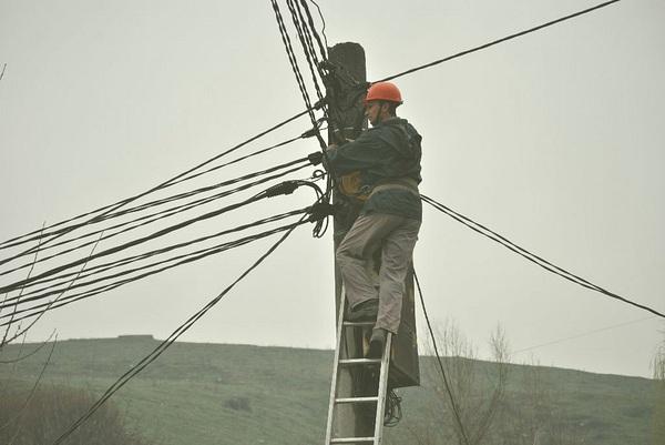 ЧЕЗ стартира търг за доставка на стълбове за електропроводи